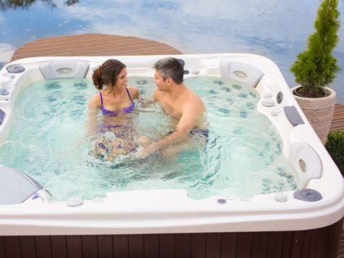 Was ist der Unterschied zwischen einem Spa, Hot Tub, Whirlpool und Jacuzzi?